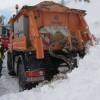 Foto & video! Primele imagini după avalanşa din munte! Un utilaj, surprins de cantitatea mare de zăpadă