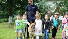 Nafava, câinele Jandarmeriei Dâmboviţa, cel mai bun prieten al copiilor