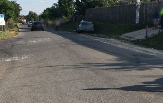 Accident în intersecție – Un pasager a fost rănit după ce șoferul unei camionete a făcut o manevră imprudentă