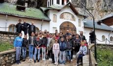 30 de copii din Gheboaia, vacanță de neuitat la Mânăstirea Peștera