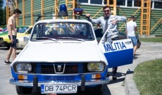 Video din dronă! Retroparada la Titu! Maşina miliţiei a făcut senzaţie pe străzile oraşului