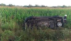 Patru femei au ajuns la spital după ce o şoferiţă, de 30 de ani, s-a riscat într-o depăşire imprudentă