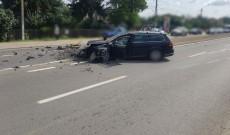 Accident la Tărtășești. O șoferiță și-a făcut mașina praf