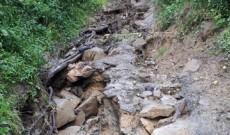 Peste 40 de familii din Cârlănești, comuna Vârfuri au rămas izolate