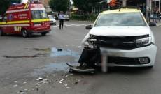 O limuzină a izbit violent un taxi, în Târgoviște. Pasagera din taxi a ajuns la spital