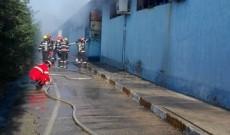 Un depozit cu substanţe chimice a fost cuprins de flăcări, la Butimanu