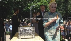13 mii de credincioși au înfruntat căldura pentru a se închina la moaștele Sfântului Nifon, la Târgovişte. Printre ei s-a aflat şi Viorica Dăncilă