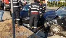 ACUM! Accident cu trei maşini, la Nisipuri. Doi oameni au fost răniţi