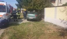 Un șofer beat și cu permisul anulat a băgat o femeie în spital