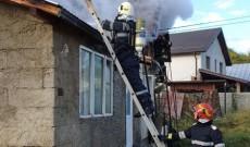 O casă a luat foc, azi-dimineaţă, la Lucieni