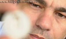 Dâmboviţeanul care face ceasuri pentru Stallone, Van Damme sau Papa Francisc. Cât costă