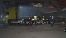 Tragedie la fabrica de ciment de la Fieni. Un om a murit strivit între un tren marfar şi remorca unui tir