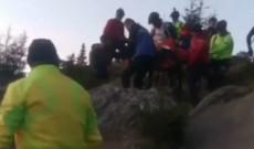 Video – Turist olandez, rănit pe munte. Jandarmii montani şi salvamontiştii i-au sărit în ajutor
