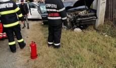 Accident la Ungureni, două maşini s-au izbit violent, trei oameni au fost răniţi