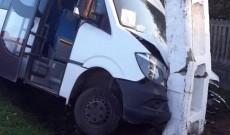 ACUM – Accident între un microbuz şi un BMW, la Vulcana Pandele. Trei oameni au fost răniţi