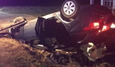 Tragedie la ieşirea din Voineşti. O maşină a intrat într-un cal, un pasager a murit, alţi doi oameni sunt grav răniţi