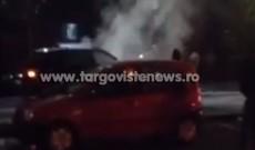 Un BMW X5 a fost cuprins de flăcări, în cartierul CFR, la Târgovişte. Video