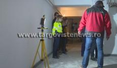 Descoperire șocantă într-un bloc din Doiceşti. Un bărbat de 42 de ani a fost găsit într-o baltă de sânge