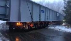 ACUM – Trafic paralizat pe DN1 între Cheia şi Braşov. Un transport excepţional a rămas blocat într-o curbă periculoasă