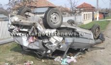 Accident spectaculos la Gheboieni. Un tir a răsturnat o maşină. Trei oameni au fost duşi la spital
