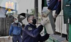 Jandarmii l-au vizitat din nou pe Georgică Ștefan, tânărul de 16 ani care îşi construieşte singur casa