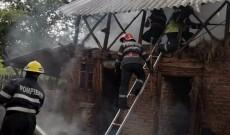 Trăsnetul a provocat un incendiu la Geangoeşti, în Dragomireşti