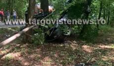 Accident ca-n filme, la Ciocăneşti! A ajuns cu maşina în copaci, iar două tinere au fost rănite