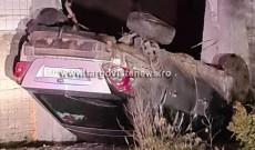 Accident spectaculos la Pitaru, în Odobeşti! Fără permis, a intrat cu maşina prin gard. Avea doi copii lângă el