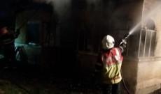 O casă a fost cuprinsă de flăcări, seara trecută, la Hăbeni, în Bucșani