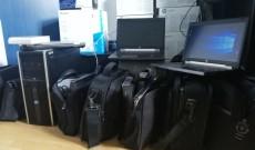 CJ Dâmbovița a donat 11 laptop-uri și un computer centrelor sociale din județ