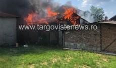 Panică la Conțești! Două case au fost cuprinse de flăcări