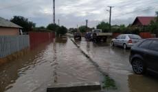 Inundaţiile au lăsat în urmă numai necazuri, în Dâmboviţa