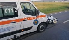 Accident la Ulmi. Un motociclist s-a izbit de o camionetă, apoi a intrat într-o ambulanță, pe contrasens