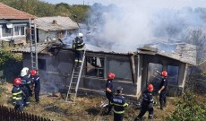 Casă distrusă de flăcări, la Mircea Vodă. De la ce a pornit incendiul
