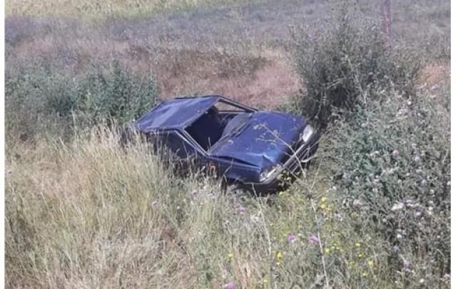 Un şofer cu alcoolemie uriaşă a făcut accident. Pasagera a fost rănită