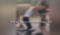 VIDEO. Bătaie șocantă între adolescente, filmată în Cobia. Ce a provocat altercația