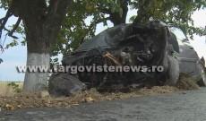 Accident grav la Nucet. O femeie de 44 de ani a intrat cu mașina în gardul unei gospodării