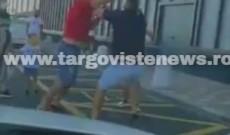 VIDEO – Bătaie filmată în parcarea Dâmboviţa Mall. Poliţiştii au intervenit de urgenţă