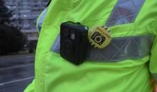 Poliţiştii au primit camere video pe corp. Poliţia a cumpărat 6000 de dispozitive body-cam
