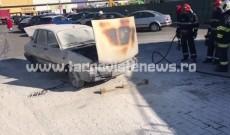 Mașină în flăcări, în parcarea unui supermarket din Târgoviște