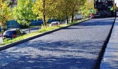 Se toarnă ultimul strat de asfalt pe strada Petru Cercel