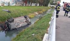 Un tânăr s-a răsturnat cu mașina în apă, lângă complexul de natație, în Târgoviște