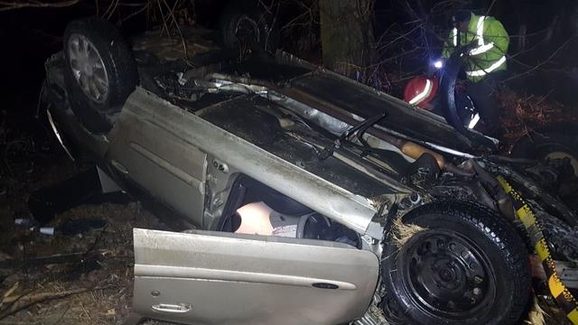 Accident ca-n filme! Un șofer băut a rupt o țeavă de gaze, un stâlp și gardul unei case!