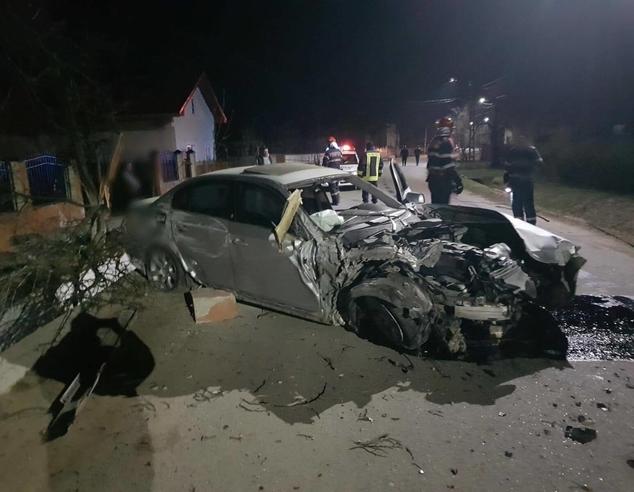 Accident spectaculos, azi-noapte, la Ludeşti! Şoferul a fugit de la faţa locului