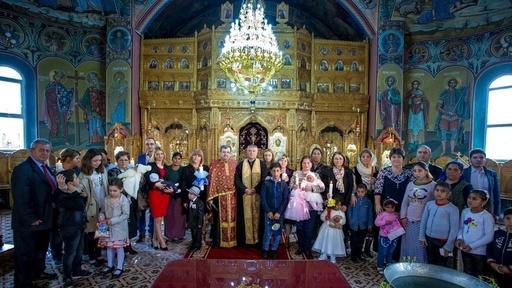Târgovişte – Opt copii sărmani, botezaţi la Biserica Sf. Arhangheli