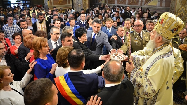 ÎNĂLȚAREA DOMNULUI şi ZIUA EROILOR, la Târgovişte