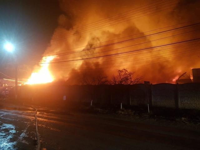 san francisco vastă selecție moda inalta Video. Noi imagini de la incendiul violent de la fabrica de ...