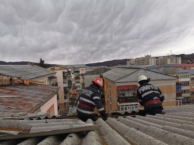 Video – Acoperişuri distruse de vijelie, în Argeş