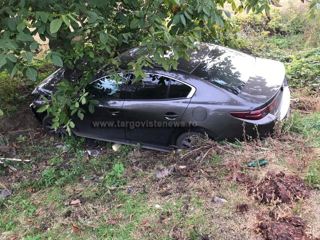 I s-a făcut rău la volan şi a intrat cu maşina într-un copac
