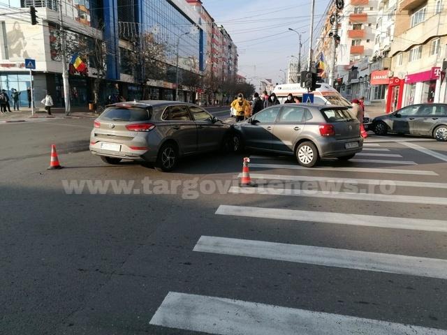 Trei maşini s-au tamponat în centrul oraşului Târgovişte